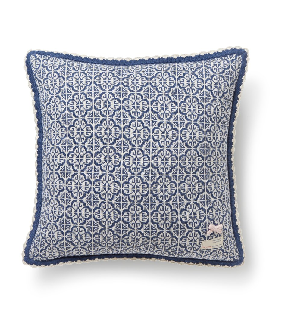 Lovely Knit Cushion Cover